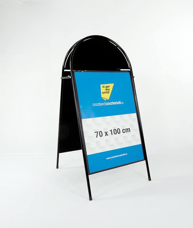 Gatebukk buet med logofelt 70x100 sort utebukk markedsmateriell