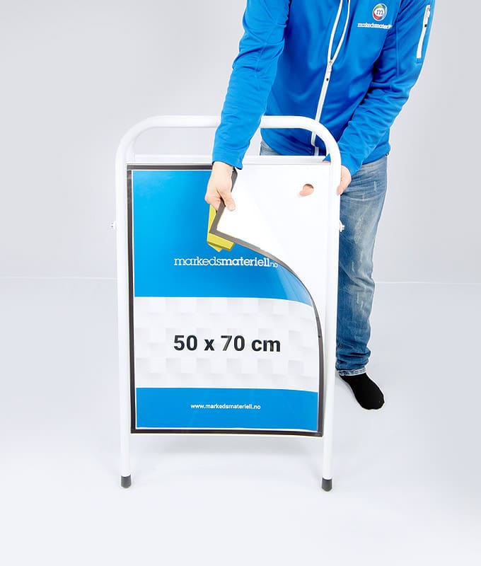 Gatebukk standard 50x70 cm aluminium hvit markedsmateriell