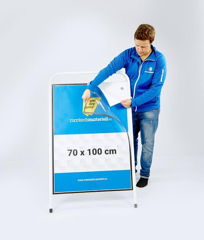 Gatebukk standard 70x100 cm aluminium hvit markedsmateriell