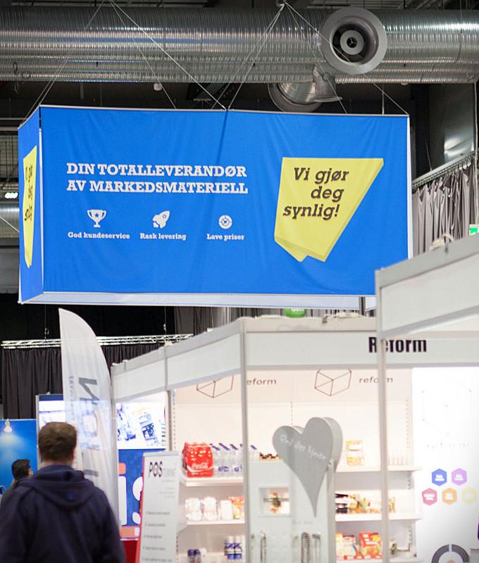 Takheng gjør deg synlig - banner oppheng messeutstyr fra markedsmateriell