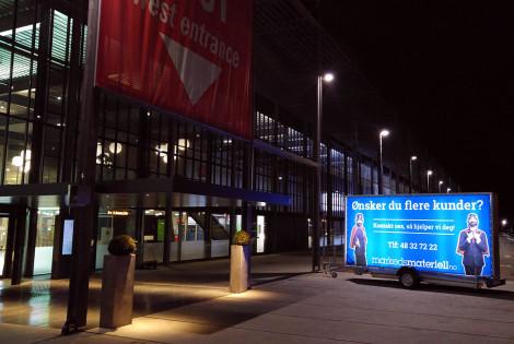 Lysreklame LED tilhenger med PVC banner fra Markedsmateriell
