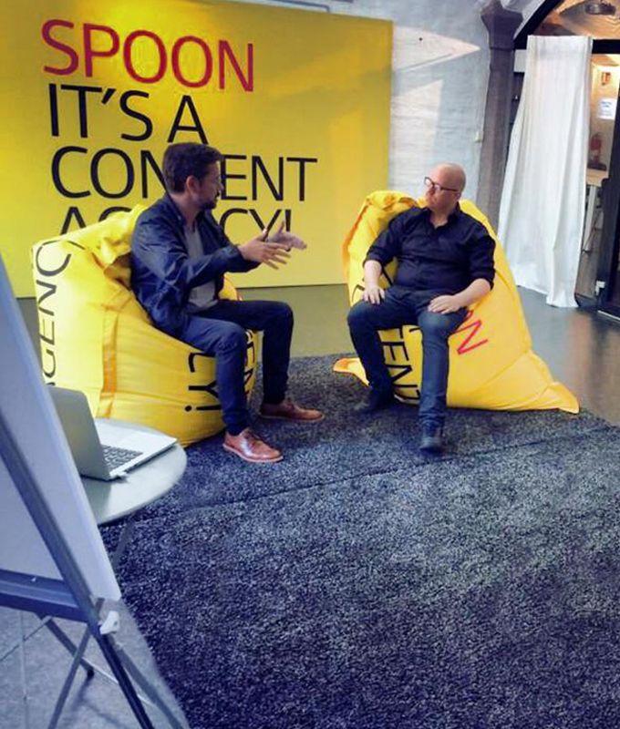 Pressevegg - Spoon intevju med Google sjefen -fotovegg fra Markedsmateriell.no