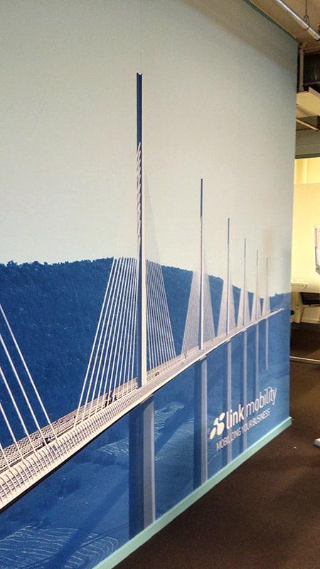 Fototapet på vegg hos Link Mobility fra Markedsmateriell