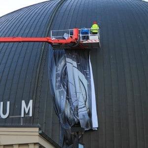Montering banner storformat Star Wars på Collusseum Kino i Oslo av Markedsmateriell.no