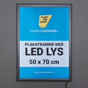 Plakatramme med LED lys 50×70 cm for utendørs bruk.