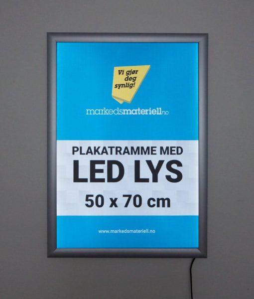Plakatramme med LED lys 50x70 cm for utendørs bruk.