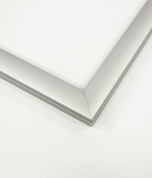 Plakatramme med LED lys 70x100 cm for innendørs bruk.