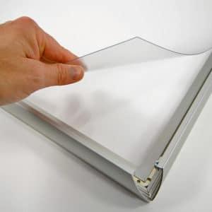 Plakatramme med LED lys 70×100 cm for innendørs bruk.