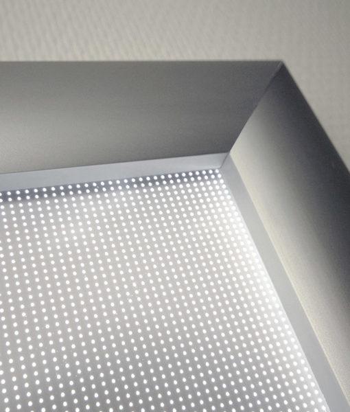 Plakatramme med LED lys 70x100 cm for utendørs bruk.
